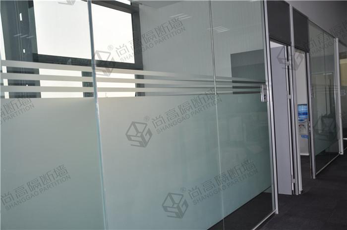 不同风格的磨砂玻璃隔断效果图展示