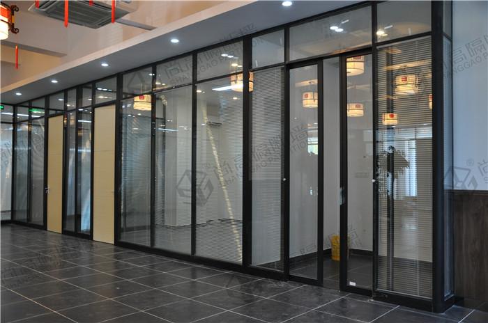 办公室玻璃隔断,个性化的办公室玻璃隔断设计方案