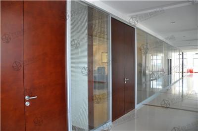 财务室和会议室的玻璃隔断墙安装