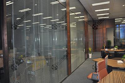 互联网开发玻璃隔断新领域