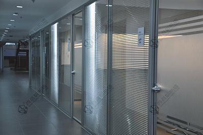 办公室玻璃隔墙装修的品质化
