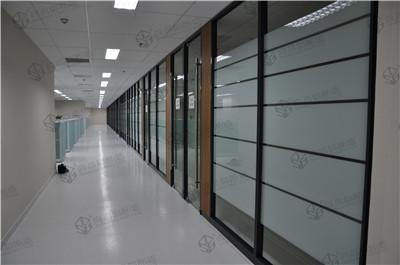 为什么越来越多的客户办公室装修选择玻璃隔断